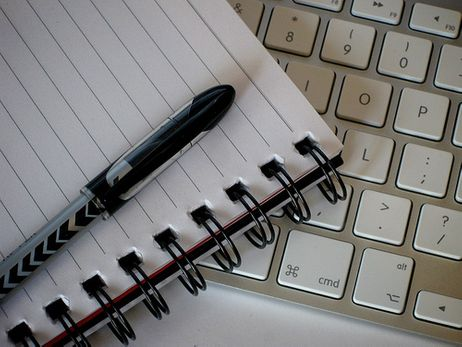 The Pros and Cons of Online Courses | CommunityCollegeReview.com